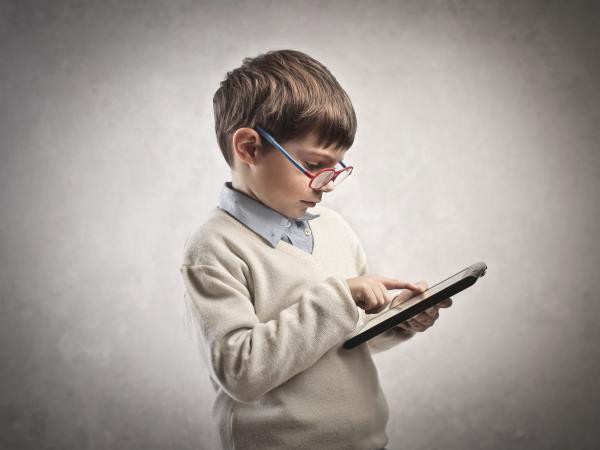 Смартфон для ребёнка: какой выбрать и когда покупать?