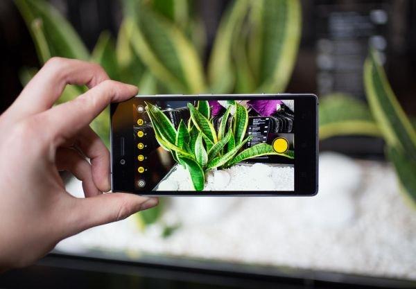 Смартфон Vibe Shot появится в продаже уже в текущем месяце