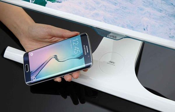 Samsung создала свой монитор, который может зарядить мобильное устройство.